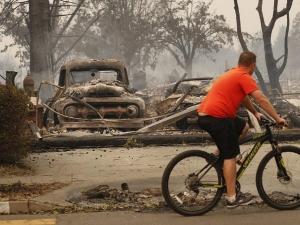 Извънредно положение в Калифорния заради опустошителни пожари СНИМКИ