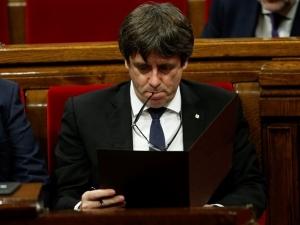 Лидерът на Каталуния се обяви за забавяне на независимостта и преговори с Мадрид ВИДЕО