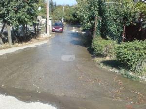 Фекални реки заляха Белащица, край резиденцията на д-р Енчев замириса СНИМКИ и ВИДЕО