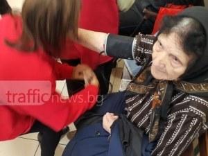 Бившият таен агент баба Веска с показатели като на спортист! 90-годишната жена дари с усмивка доброволци СНИМКИ