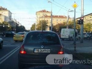 Опасно задръстване на ключово кръстовище в Пловдив СНИМКА