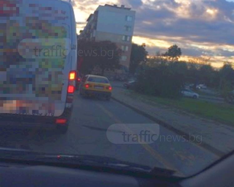 Заблуден шофьор в Пловдив реши, че колата му е велосипед СНИМКА