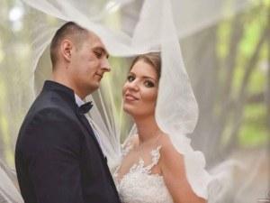 Двойка пловдивчани се отказаха от цветя на сватбата си, дариха парите на болни деца