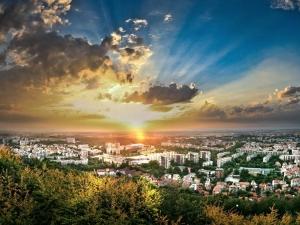 Добра новина! Пловдивчани ще се радват на топло време поне още седмица