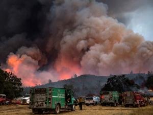 Масова евакуация в Калифорния, броят на жертвите расте ВИДЕО