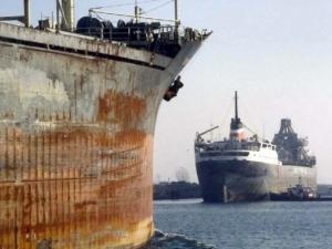 Задържаха български кораб с опасни отпадъци в Италия