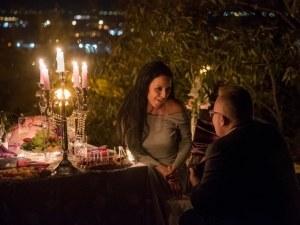 Романтично предложение за брак, 5000 свещи и диамант на пловдивско тепе СНИМКИ