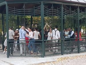 Истинско зрелище: Необичаен флашмоб по чарлстон завладя Пловдив ВИДЕО