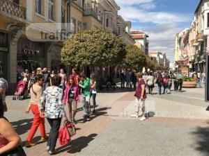 Лепнаха 300 лева на двама братя, пеели народни песни на Главната в Пловдив