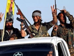 Падна! Столицата на Ислямска държава е превзета ВИДЕО