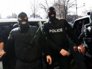 Полицаи натръшкаха двама до пловдивска бензиностанция, пренасяли половин килограм хероин
