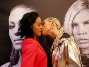 Шведска боксьорка плаши съперничките си с целувка СНИМКИ И ВИДЕО