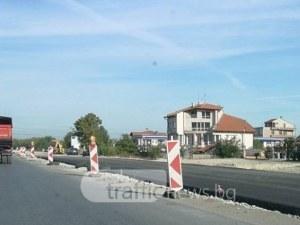 Положиха част от новия асфалт на пътя Пловдив – Асеновград СНИМКИ и ВИДЕО