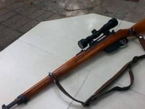 Карабина с оптика и  боен арсенал кътал в дома си пенсионер от Карловско
