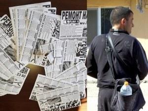 Мъж налепи стълбове в Пловдив с обяви, лепнаха му акт СНИМКИ