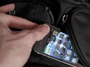 Рецидивист с 14 присъди открадна телефона на момче