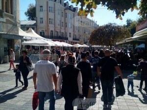 Пловдивчани окупираха Главната, по кафетата не останаха места СНИМКИ