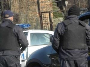 Български камион, превозвал в тайник мигранти от Ирак, е спипан от македонските власти