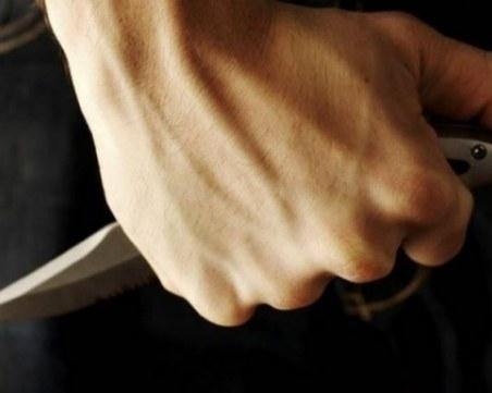 Мъж заби нож в гърлото на радиоводеща в ефир