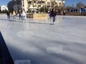 """Гигантска ледена пързалка отново на площад """"Централен"""", ще е още по-голяма"""