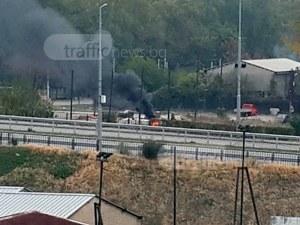 Огън и черен дим на метри от бензиностанция в Пловдив СНИМКИ