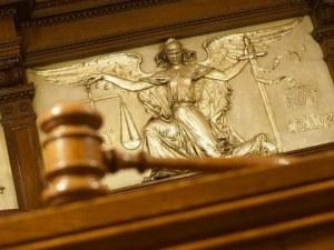 В съда в Пловдив: 24-годишен младеж с 26 присъди иска на свобода