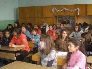 Кампания проверява знанията на пловдивски ученици по български