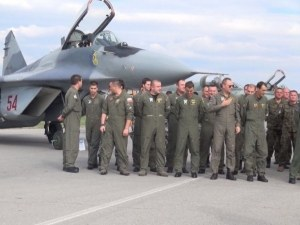 Пилотите от Граф Игнатиево и днес отказаха да се качат в изтребителите