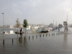 Буря предизвика хаос в Истанбул, взе жертва в Румъния