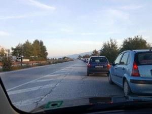 Зверско задръстване на Асеновградско, колоната от коли започва от Пловдив СНИМКА
