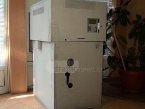 Крадци опитаха да откраднат банкомат с метален кол край Пловдив ВИДЕО