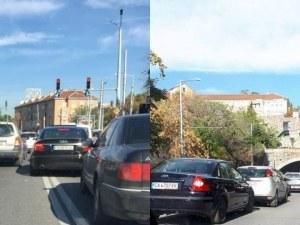 Лека катастрофа затапи движението на кръстовището на Чифте баня