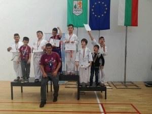 Фурор! Пловдивският клуб Гладиатор с 21 медала от 3 турнира СНИМКИ
