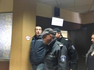 Делото срещу полицаят Караджов, обвинен в убийството на родителите си, започна