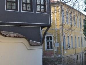 Днес започва дългоочакваният ремонт на Жълтото училище в Стария град