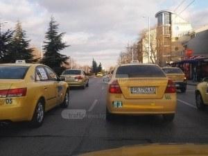 Клиент сви телефона на таксиметрова шофьорка в Пловдив