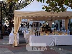 Вдигат голяма сватба пред Халите, автобус заседна в Капана