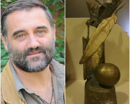 """Александър Секулов с литературната награда """"Перото"""" за поезия"""