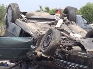 Жесток удар край Пловдив, кола е по таван