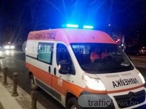 Меле на Пазарджишко! Пловдивска кола се заби в дърво, шофьорът е в критично състояние
