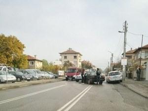 "Два автомобила се ""целунаха"" на разклона на Коматево СНИМКА"