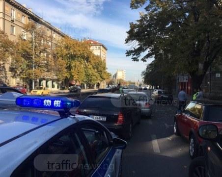 Верижна катастрофа на пловдивски булевард, движението се задръсти СНИМКИ