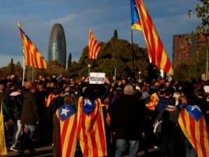 Отново десетки хиляди каталунци излязоха на протест, застанаха зад лидерите си