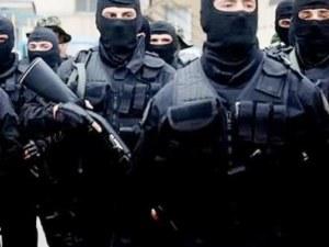 20 жандармеристи прекъснаха концерт на Джена, нахлуха в дискотека в търсене на престъпници