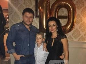 """Ексшефът на полицията изненада сина си с торта """"Барса"""" на рождения му ден СНИМКИ"""