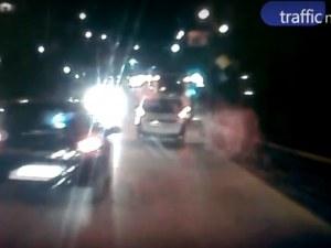 Камикадзе с опел изправи косите на шофьори с опасни маневри на Бетонния мост ВИДЕО