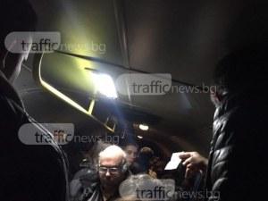 Пътници натъпкани като сардини в автобуса Пловдив-Куклен ВИДЕО