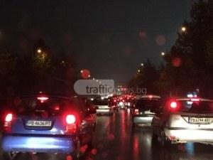 Откъде са всички тези коли? Булевардите в Пловдив здраво се задръстиха СНИМКИ