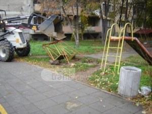 Поголовно махат стари детски катерушки и люлки в Кършияка СНИМКИ