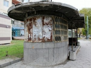Стара и опасна спирка в Кючука отива в историята СНИМКИ